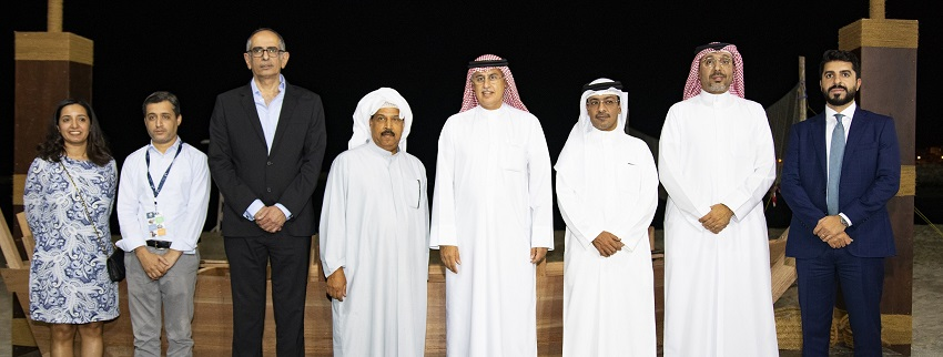 Group-Photo-of-the-Minister-of-Industry-Commerce-and-Tourism-H-E-Mr-Zayed-bin-Rashid-Al-Zayani-with-Key-Representatives-f.jpg